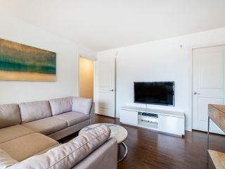 "Photo 6: PH1 1777 KINGSWAY Avenue in Vancouver: Victoria VE Condo for sale in ""NORTHVIEW LANDING"" (Vancouver East)  : MLS®# R2474993"