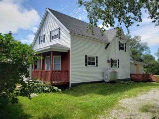 Photo 2: 4 Queen Street in Sydney Mines: 205-North Sydney Residential for sale (Cape Breton)  : MLS®# 202015153