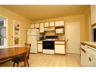 Photo 6: 3720 Blenkinsop Rd in VICTORIA: SE Maplewood Single Family Detached for sale (Saanich East)  : MLS®# 452940