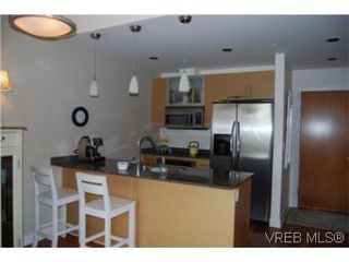 Photo 4: 202 3614 richmond Rd in VICTORIA: SE Mt Tolmie Condo Apartment for sale (Saanich East)  : MLS®# 498925