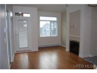 Photo 2: 202 3614 richmond Rd in VICTORIA: SE Mt Tolmie Condo Apartment for sale (Saanich East)  : MLS®# 498925