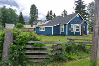 Photo 1: 4326 11 Avenue: Hazelton House for sale (Smithers And Area (Zone 54))  : MLS®# R2393949