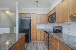 """Photo 8: 72 19932 70 Avenue in Langley: Willoughby Heights Townhouse for sale in """"SUMMERWOOD"""" : MLS®# R2405214"""