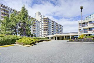 "Photo 1: 921 31955 OLD YALE Road in Abbotsford: Abbotsford West Condo for sale in ""Evergreen Village"" : MLS®# R2449088"