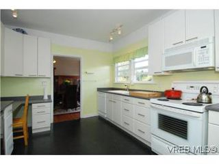 Photo 8: 2048 Granite St in VICTORIA: OB South Oak Bay Single Family Detached for sale (Oak Bay)  : MLS®# 516191