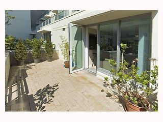 """Photo 4: 128 PRIOR Street in Vancouver: Mount Pleasant VE Townhouse for sale in """"CREEKSIDE"""" (Vancouver East)  : MLS®# V819304"""