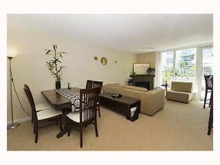 """Photo 2: 128 PRIOR Street in Vancouver: Mount Pleasant VE Townhouse for sale in """"CREEKSIDE"""" (Vancouver East)  : MLS®# V819304"""