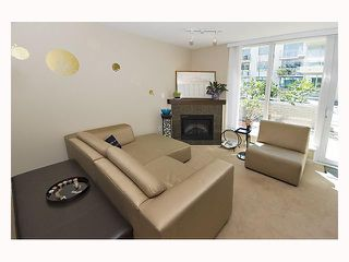 """Photo 3: 128 PRIOR Street in Vancouver: Mount Pleasant VE Townhouse for sale in """"CREEKSIDE"""" (Vancouver East)  : MLS®# V819304"""