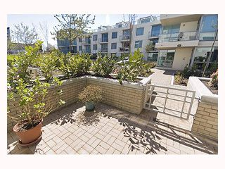 """Photo 5: 128 PRIOR Street in Vancouver: Mount Pleasant VE Townhouse for sale in """"CREEKSIDE"""" (Vancouver East)  : MLS®# V819304"""