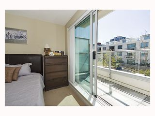"""Photo 8: 128 PRIOR Street in Vancouver: Mount Pleasant VE Townhouse for sale in """"CREEKSIDE"""" (Vancouver East)  : MLS®# V819304"""