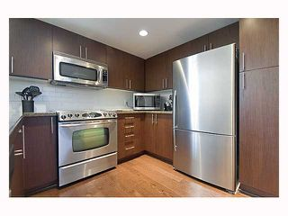 """Photo 6: 128 PRIOR Street in Vancouver: Mount Pleasant VE Townhouse for sale in """"CREEKSIDE"""" (Vancouver East)  : MLS®# V819304"""