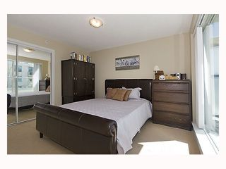 """Photo 7: 128 PRIOR Street in Vancouver: Mount Pleasant VE Townhouse for sale in """"CREEKSIDE"""" (Vancouver East)  : MLS®# V819304"""