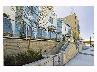 """Photo 1: 128 PRIOR Street in Vancouver: Mount Pleasant VE Townhouse for sale in """"CREEKSIDE"""" (Vancouver East)  : MLS®# V819304"""