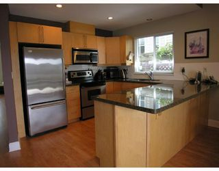 Photo 3: 315 E 6TH Street in North_Vancouver: Lower Lonsdale House 1/2 Duplex for sale (North Vancouver)  : MLS®# V718274
