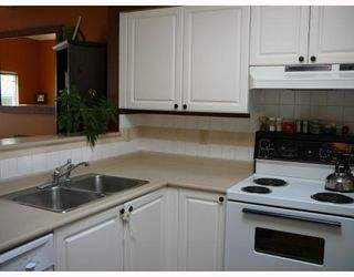"""Photo 4: 402 3480 MAIN Street in Vancouver: Main Condo for sale in """"THE NEWPORT"""" (Vancouver East)  : MLS®# V718435"""
