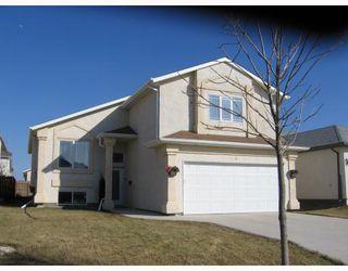 Main Photo: 7 COURLAND Bay in WINNIPEG: West Kildonan / Garden City Residential for sale (North West Winnipeg)  : MLS®# 2907271