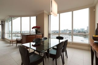 """Photo 7: 1103 1328 MARINASIDE Crescent in Vancouver: Yaletown Condo for sale in """"THE CONCORD"""" (Vancouver West)  : MLS®# R2444768"""