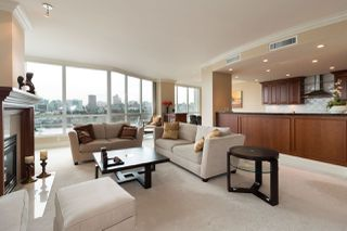 """Photo 5: 1103 1328 MARINASIDE Crescent in Vancouver: Yaletown Condo for sale in """"THE CONCORD"""" (Vancouver West)  : MLS®# R2444768"""