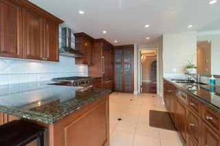 """Photo 8: 1103 1328 MARINASIDE Crescent in Vancouver: Yaletown Condo for sale in """"THE CONCORD"""" (Vancouver West)  : MLS®# R2444768"""