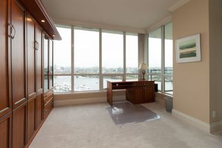 """Photo 10: 1103 1328 MARINASIDE Crescent in Vancouver: Yaletown Condo for sale in """"THE CONCORD"""" (Vancouver West)  : MLS®# R2444768"""