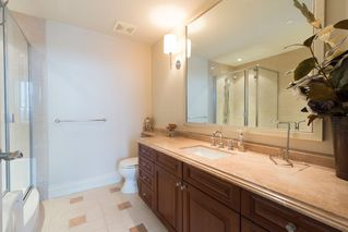 """Photo 13: 1103 1328 MARINASIDE Crescent in Vancouver: Yaletown Condo for sale in """"THE CONCORD"""" (Vancouver West)  : MLS®# R2444768"""
