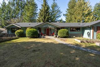 "Photo 1: 41755 REID Road in Squamish: Brackendale House for sale in ""BRACKENDALE"" : MLS®# R2445526"