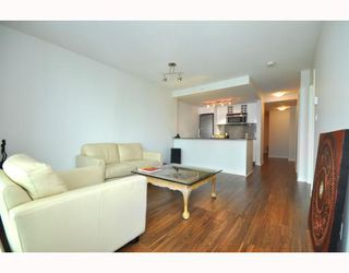 """Photo 3: 2301 233 ROBSON Street in Vancouver: Downtown VW Condo for sale in """"TV TOWERS 2"""" (Vancouver West)  : MLS®# V783514"""