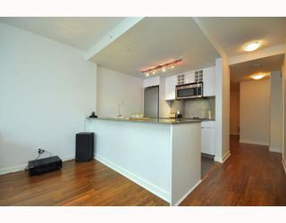 """Photo 4: 2301 233 ROBSON Street in Vancouver: Downtown VW Condo for sale in """"TV TOWERS 2"""" (Vancouver West)  : MLS®# V783514"""