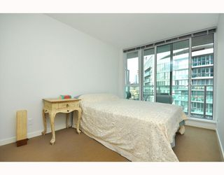 """Photo 6: 2301 233 ROBSON Street in Vancouver: Downtown VW Condo for sale in """"TV TOWERS 2"""" (Vancouver West)  : MLS®# V783514"""
