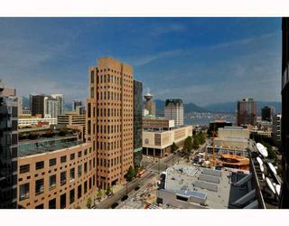 """Photo 1: 2301 233 ROBSON Street in Vancouver: Downtown VW Condo for sale in """"TV TOWERS 2"""" (Vancouver West)  : MLS®# V783514"""