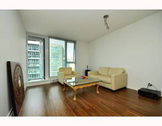 """Photo 2: 2301 233 ROBSON Street in Vancouver: Downtown VW Condo for sale in """"TV TOWERS 2"""" (Vancouver West)  : MLS®# V783514"""