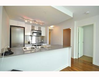 """Photo 5: 2301 233 ROBSON Street in Vancouver: Downtown VW Condo for sale in """"TV TOWERS 2"""" (Vancouver West)  : MLS®# V783514"""