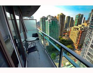 """Photo 8: 2301 233 ROBSON Street in Vancouver: Downtown VW Condo for sale in """"TV TOWERS 2"""" (Vancouver West)  : MLS®# V783514"""