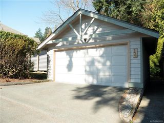 Photo 3: 14 500 Marsett Pl in Saanich: SW Royal Oak Row/Townhouse for sale (Saanich West)  : MLS®# 842051