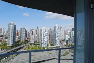 Photo 3: 2306 918 COOPERAGE Way in Vancouver: False Creek North Condo for sale (Vancouver West)  : MLS®# V854637