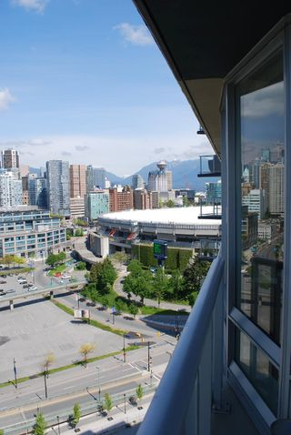 Photo 2: 2306 918 COOPERAGE Way in Vancouver: False Creek North Condo for sale (Vancouver West)  : MLS®# V854637