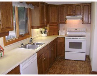 Photo 3: 734 HENDERSON Highway in WINNIPEG: East Kildonan Residential for sale (North East Winnipeg)  : MLS®# 2819062