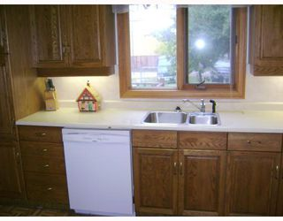 Photo 5: 734 HENDERSON Highway in WINNIPEG: East Kildonan Residential for sale (North East Winnipeg)  : MLS®# 2819062