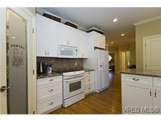 Photo 8: 2105 Bishops Gate in VICTORIA: La Bear Mountain House for sale (Langford)  : MLS®# 487689