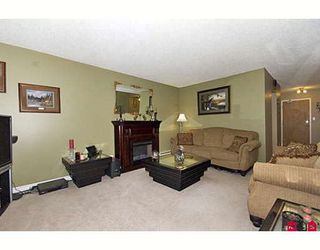 "Photo 2: 205 17661 58A Avenue in Surrey: Cloverdale BC Condo for sale in ""WYNDHAM ESTATES"" (Cloverdale)  : MLS®# F2906679"
