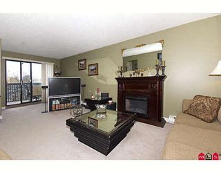 "Photo 3: 205 17661 58A Avenue in Surrey: Cloverdale BC Condo for sale in ""WYNDHAM ESTATES"" (Cloverdale)  : MLS®# F2906679"