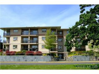 Photo 1: 304 1694 Cedar Hill Cross Rd in VICTORIA: SE Mt Tolmie Condo Apartment for sale (Saanich East)  : MLS®# 504213
