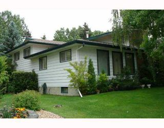 Photo 2: 517 OAKRIDGE Way SW in CALGARY: Oakridge Residential Detached Single Family for sale (Calgary)  : MLS®# C3387070