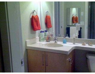 "Photo 8: 411 2655 CRANBERRY Drive in Vancouver: Kitsilano Condo for sale in ""NEW YORKER"" (Vancouver West)  : MLS®# V739015"