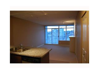 "Photo 6: 2107 898 CARNARVON Street in New Westminster: Downtown NW Condo for sale in ""AZURE AT PLAZA 88"" : MLS®# V835306"