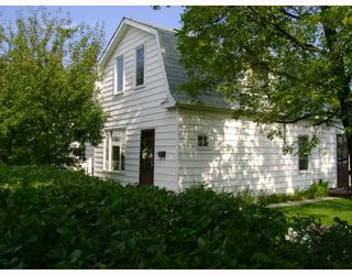 Photo 1: 477 BROOKLYN Street in WINNIPEG: St James Residential for sale (West Winnipeg)  : MLS®# 2818059