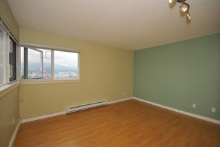 """Photo 5: 702 1833 FRANCES Street in Vancouver: Hastings Condo for sale in """"PANORAMA GARDENS"""" (Vancouver East)  : MLS®# V782136"""