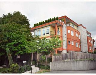 Photo 1: 102 152 E 12TH Street in North_Vancouver: Central Lonsdale Condo for sale (North Vancouver)  : MLS®# V783968