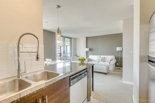 """Photo 5: 702 833 AGNES Street in New Westminster: Downtown NW Condo for sale in """"THE NEWS"""" : MLS®# R2482386"""