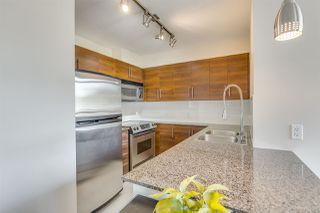 """Photo 3: 702 833 AGNES Street in New Westminster: Downtown NW Condo for sale in """"THE NEWS"""" : MLS®# R2482386"""